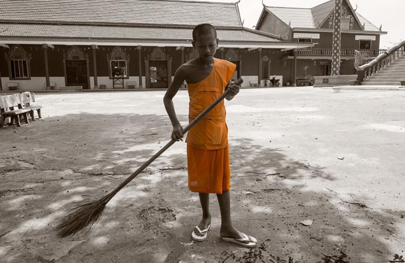 monk_in_cambodia-1