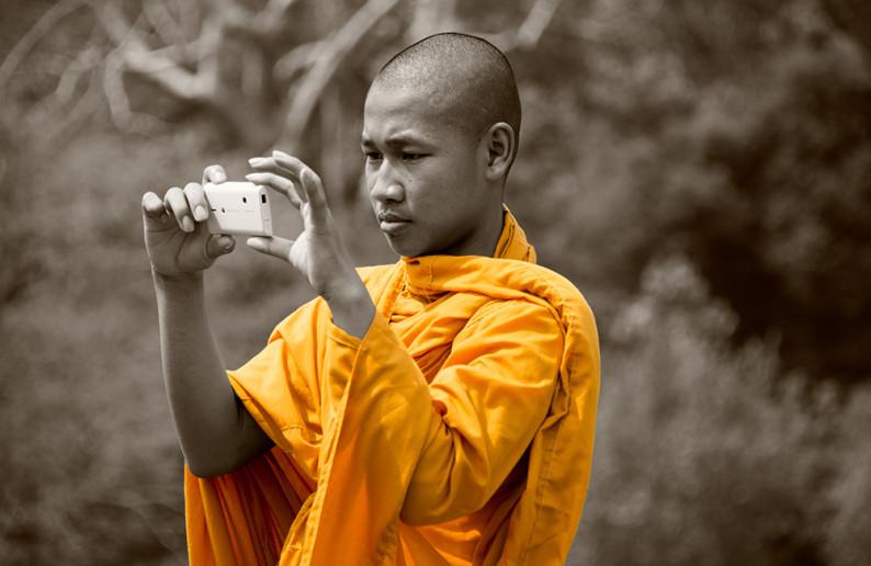 monk_in_cambodia-11