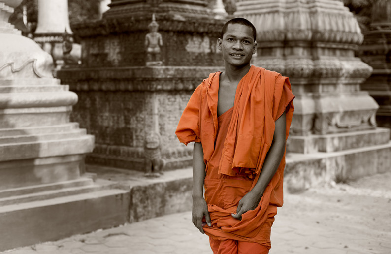 monk_in_cambodia-14