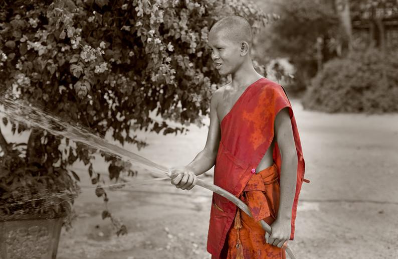 monk_in_cambodia-15