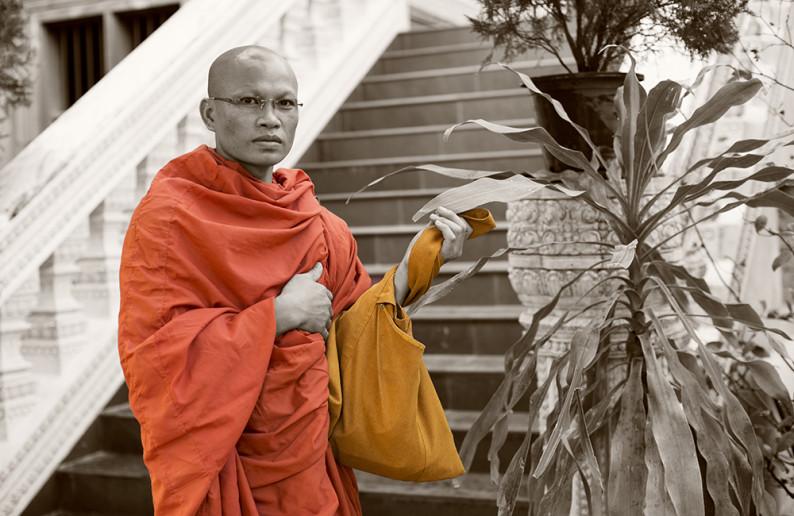 monk_in_cambodia-16