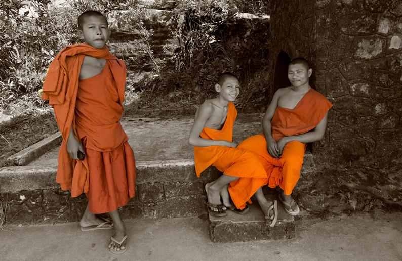 monk_in_cambodia-2
