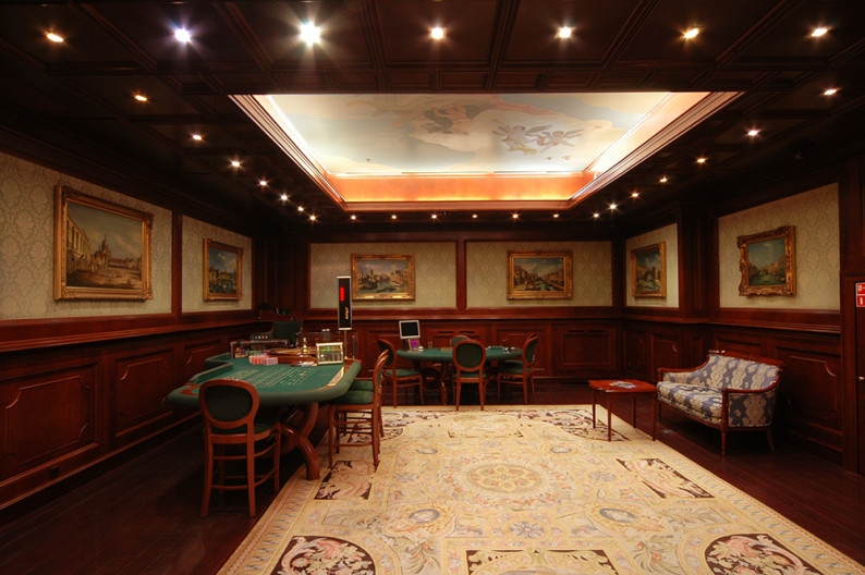 Платиновый зал казино Европа