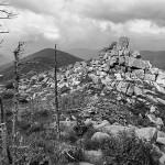 Каменные глыбы на горе Пидан попали сюда не случайно.