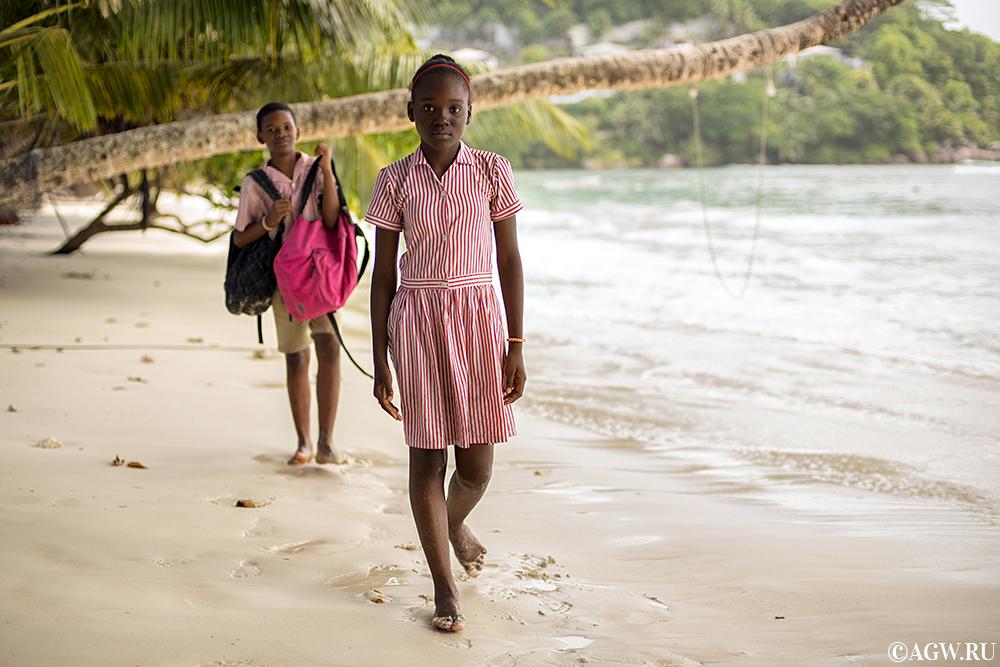 На пляже Бе Лазар, Сейшельские острова