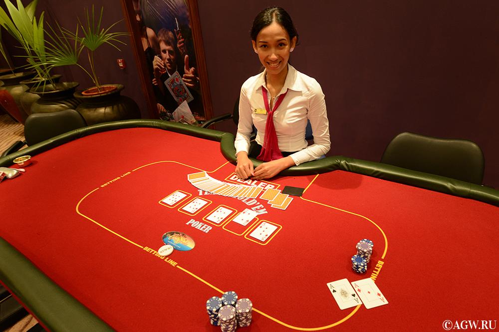 Стол клубного покера в казино Парадизо