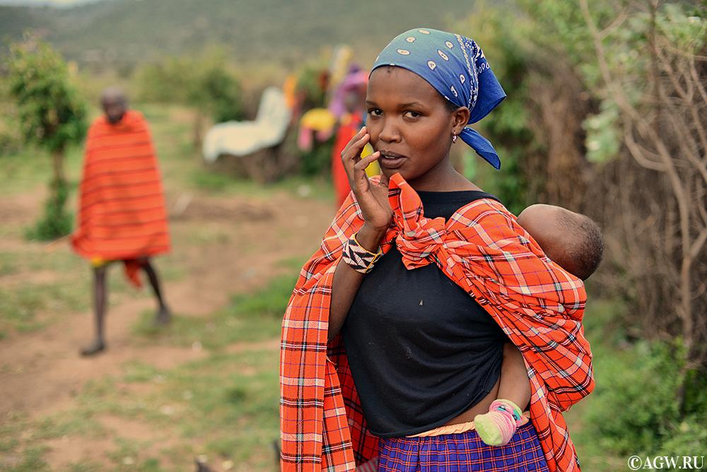 Женщина масаи с ребенком