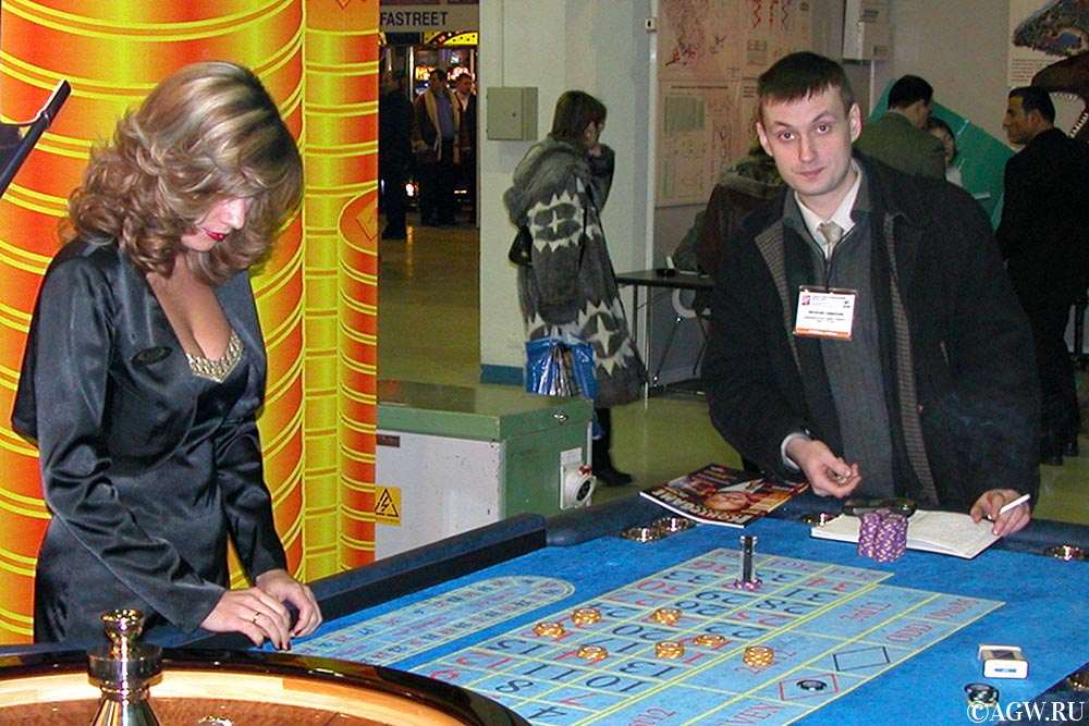 На выставке EELEX в Москве, 2002 год.