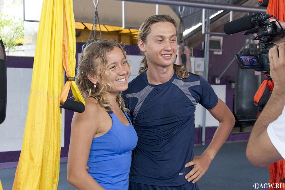 Катя и Стас дают видео-уркои по йоге.