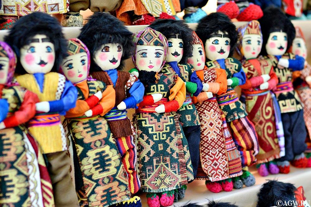 Армянские куклы в национальных костюмах.