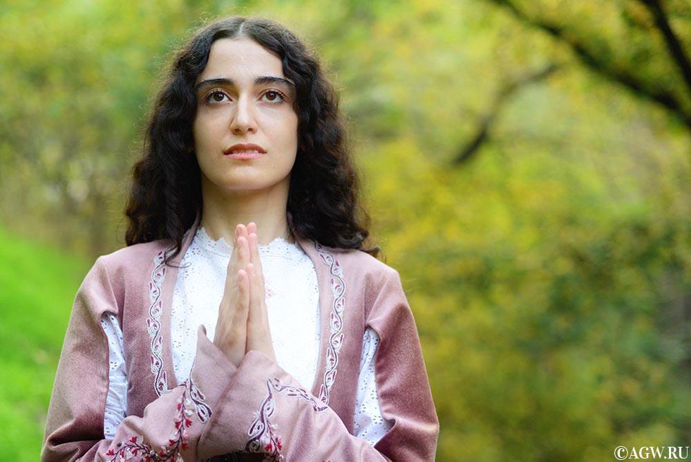 Анна - красавица из Армении.