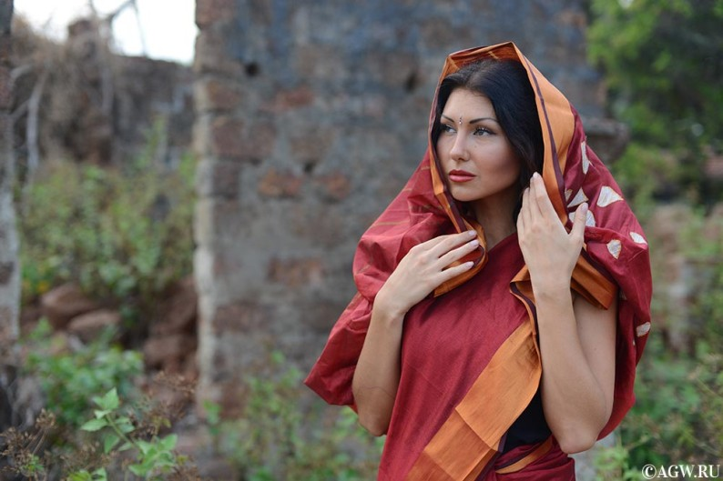 Лиза в индийском сари