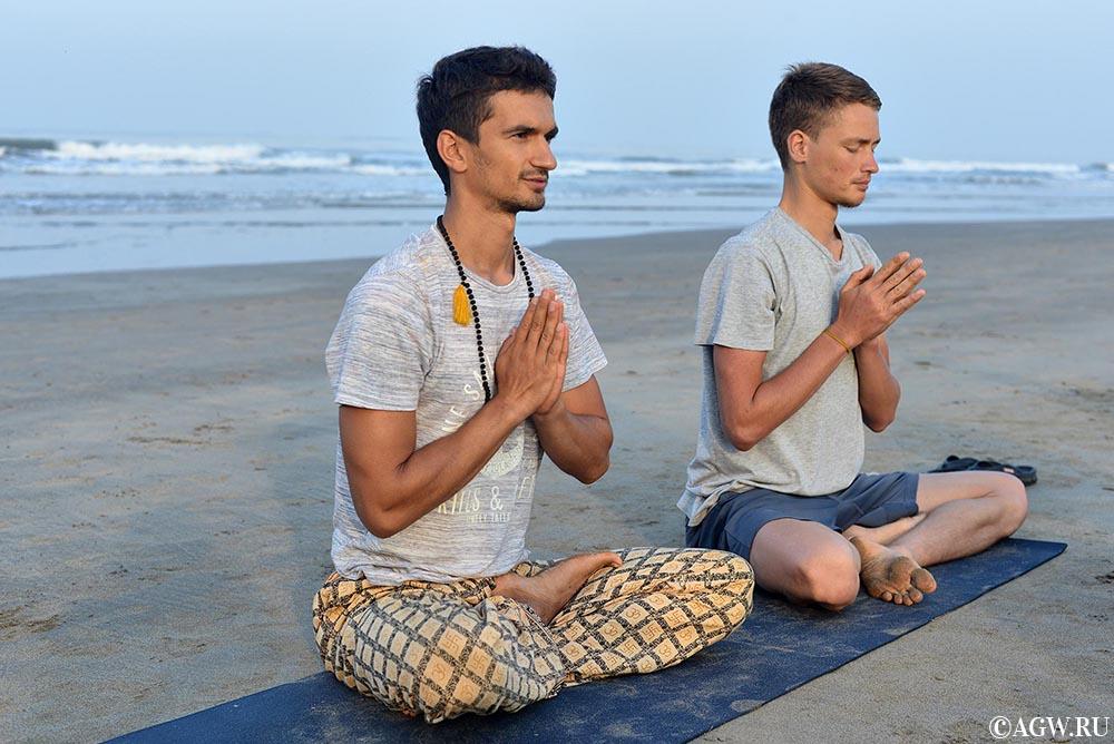 Учителя йоги Рома и Марат.