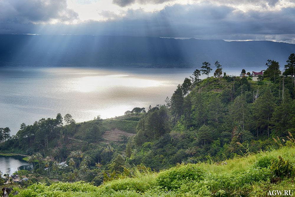 Озеро Тоба, остров Суматра, Индонезия
