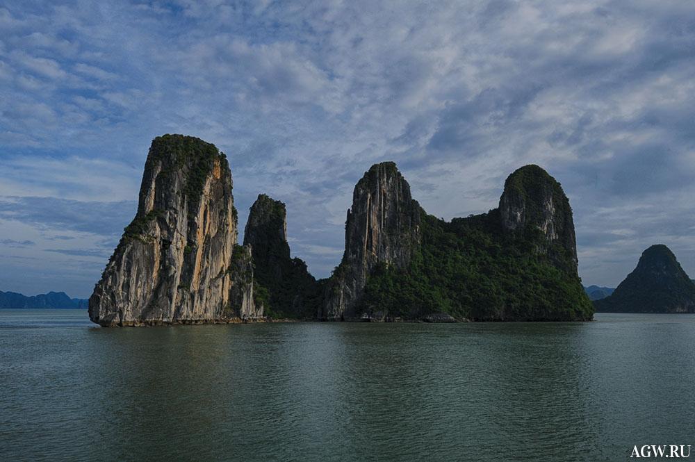 Скалы в бухте Халонг во Вьетнаме
