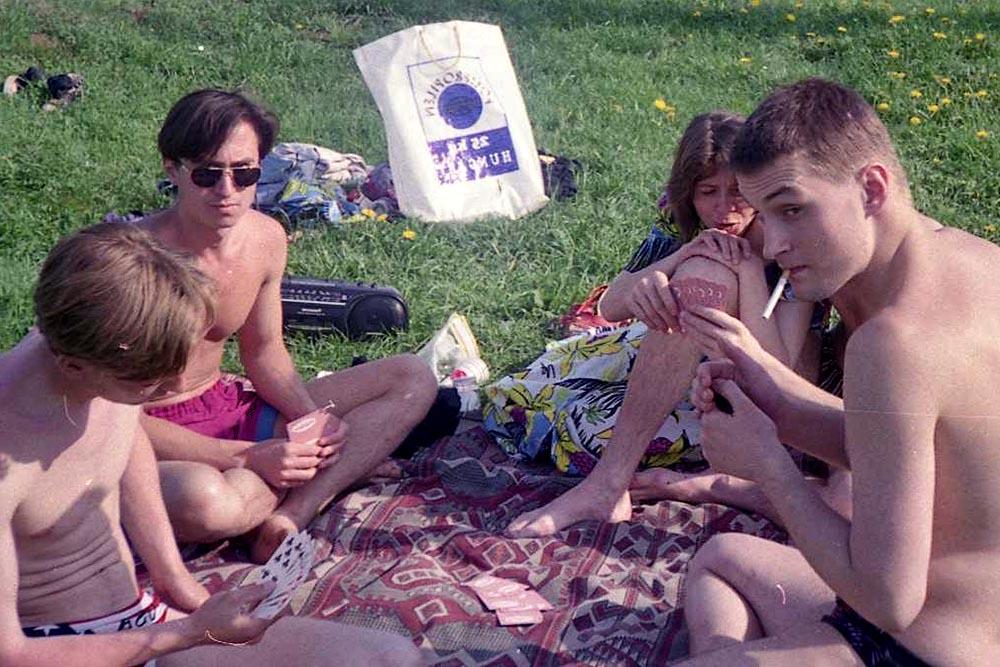 1996 год, с друзьями за городом.