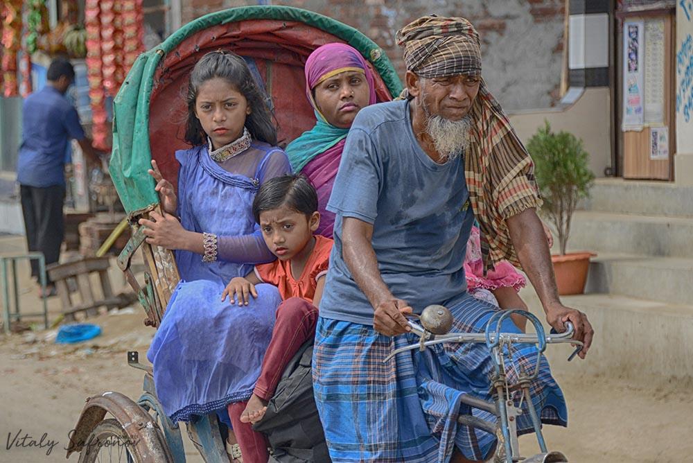 Велорикши в Бангладеш.